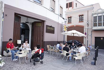 Cafe Pub Universal