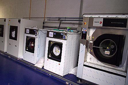 Lavandería y Tintorería CYM en Roales del Pan Fotos